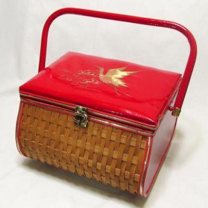 レトロなバスケットの裁縫箱