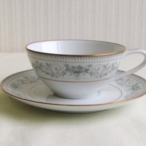 ノリタケの古いカップ&ソーサー 青い花柄 NOBLE