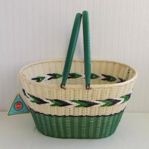 昭和レトロな買い物かご ビニール編みのカゴバッグ