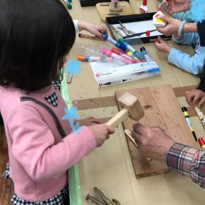 幼稚園の作品展へ