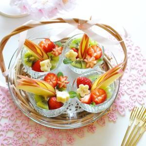 お花見気分でフルーツ盛り