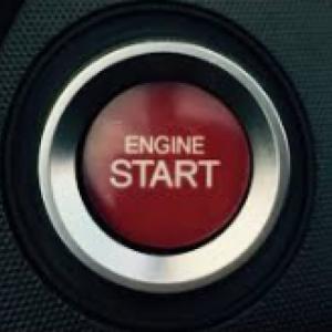 車のエンジンがプッシュスタート式が主流になった理由とは。