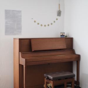 新しいピアノとブリタスウェーデンのマット。ポチレポも♪
