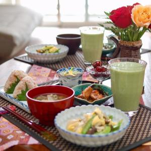 朝食*梅ミョウガおにぎり、帆立貝柱と絹さやの卵とじ*「もののけ姫」をみた4歳児の感想