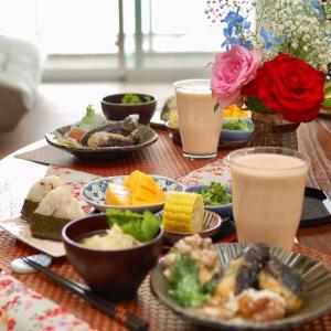朝食*茄子の海老しんじょ挟み、塩昆布とチーズのおにぎり*優雅なお風呂タイムから