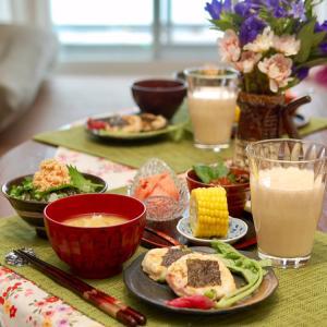 朝食*ベーコンと枝豆の山芋焼き、蛸と舞茸の茶碗蒸し*1歳息子の慣らし保育