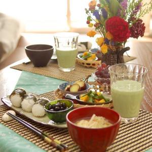 朝食*ツナマヨ俵おにぎり、いんげんと南瓜の胡麻和え*夫史上最も愛情深い彼女
