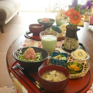朝食*ネギトロ新生姜丼、じゃが芋と三つ葉のナムル*デニーズの桃デザート