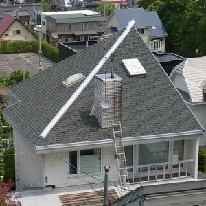 軒先通気口を取り付ける (南面通気屋根工事)