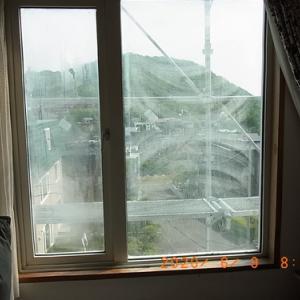 ウインチタワーでペアガラス吊り込む