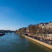 パリの一部公共スペースにおける飲酒が禁止に、大型商業施設もさらに閉鎖【新型コロナ制限措置】