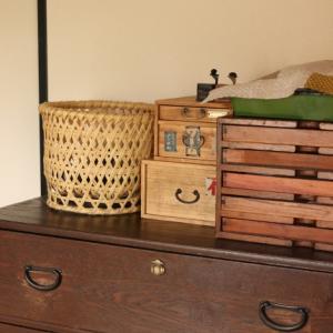 古道具の薬箱は箪笥の上に。