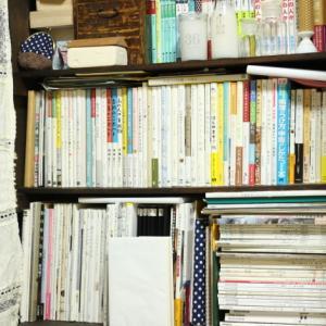 わたしももう一度、自分の片づけがしたくなって...本棚を見直してみた。