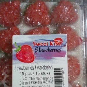 オランダから空輸のイチゴ