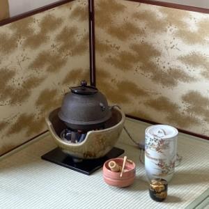 季節に合わせておもてなしを変える お湯を沸かす風炉(ふろ)と炉(ろ)