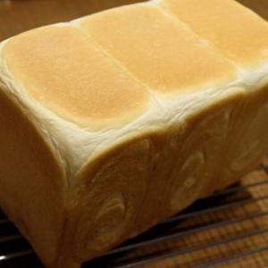 食パンと旦那さん用ドッグパン。