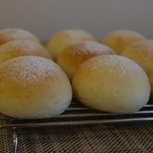 ちっちゃいパン、大量生産。