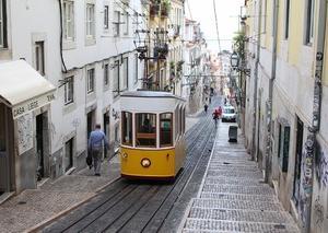 リスボンと言えば市電にケーブルカー。この景色を見たかったのです。