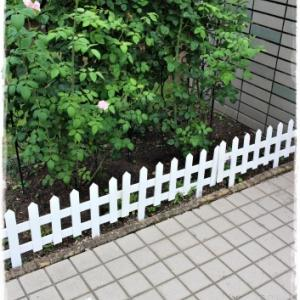 白の木製スティックフェンス