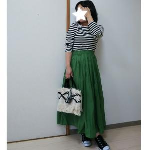 《coca》キレイなグリーンに一目惚れしたスカートのコーデ