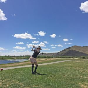 モンゴルでゴルフやってみました(笑)