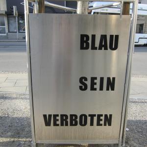 街中のドイツ語(その二): BLAU SEIN  ................