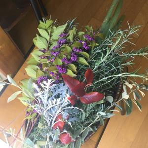 ハーブのリースと収穫
