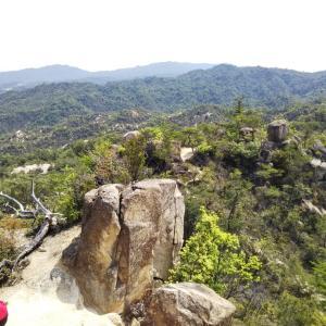 湖南アルプスの堂山は岩々々だった