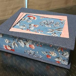 生徒さんの作品紹介☆3枚の枠のある額が蓋の箱