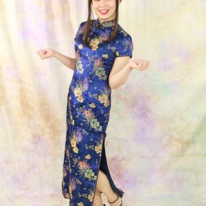 青色のチャイナドレスのロングバージョン