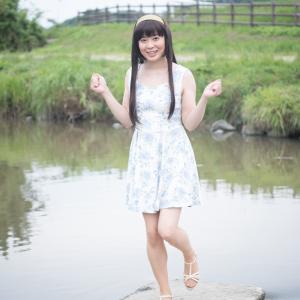 川の飛び石を渡ってみました