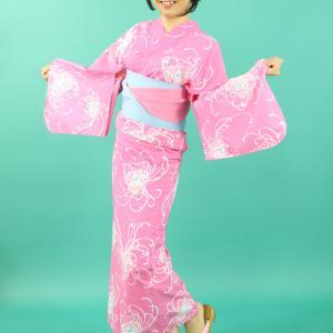 明るいピンク色の浴衣(その1)