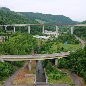 朝里ダムと小樽図書館
