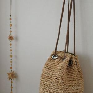 ラフィアの巾着型かごバッグで清涼感を。& STUDIO LA CAUSEが再入荷!