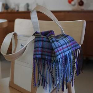 このデザインに一目惚れ!今冬は寒いから、カシミヤストールが大活躍の予感。