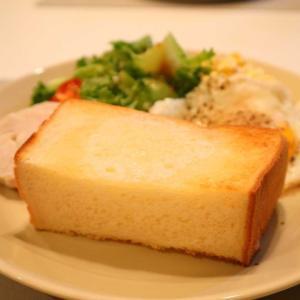 カメパンさんのもちっと食パン&みどりバターで幸せ朝ごぱん。