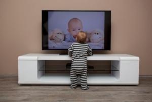【アイデア募集】子どもがテレビの前に近づいて見ないようにする方法