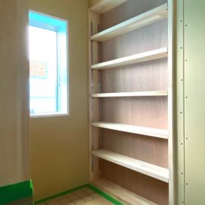 建売住宅の皮を被った注文建築  廊下の書斎