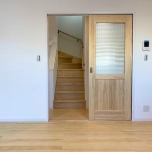 「無垢の床材と室内ドア」or 「鏡面仕上げの床材と室内ドア」 おまけで〈リパッティのショパン〉