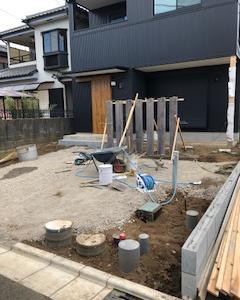 土間玄関と無垢材の建売