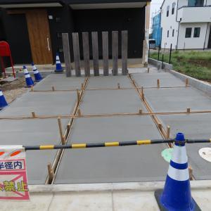 ガルバリウムの建売 外構工事進捗 コンクリート打ちました。
