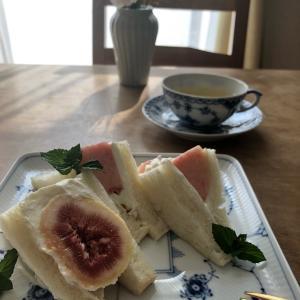 イチジク と 桃 の フルーツサンド