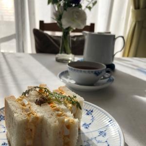 卵サンドの朝食