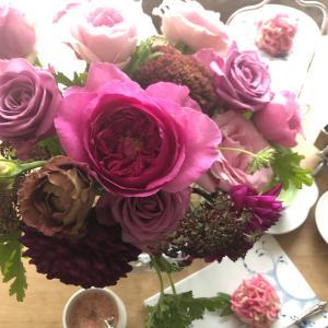 とらやのイスパハンと23本の花