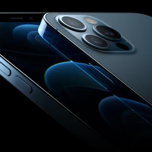 「iPhone 12 Pro」飛ぶように、次の次元へ。