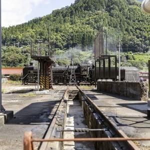 転車台に乗る蒸気機関車(山口線)