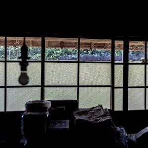 裸電球のある部屋(山口線)
