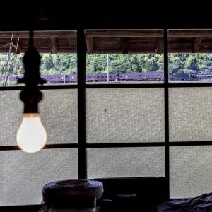裸電球の灯る部屋(山口線)