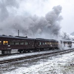 雪の篠目駅発車(山口線)