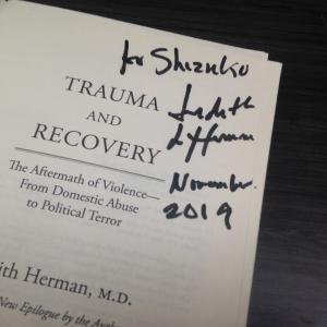 先生にサインを頂きました!